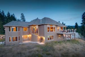 Luxury Lake Coeur d'Alene View Home on 5.3 Acres