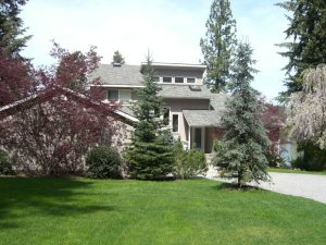 Lakefront Estate on 1 Acre